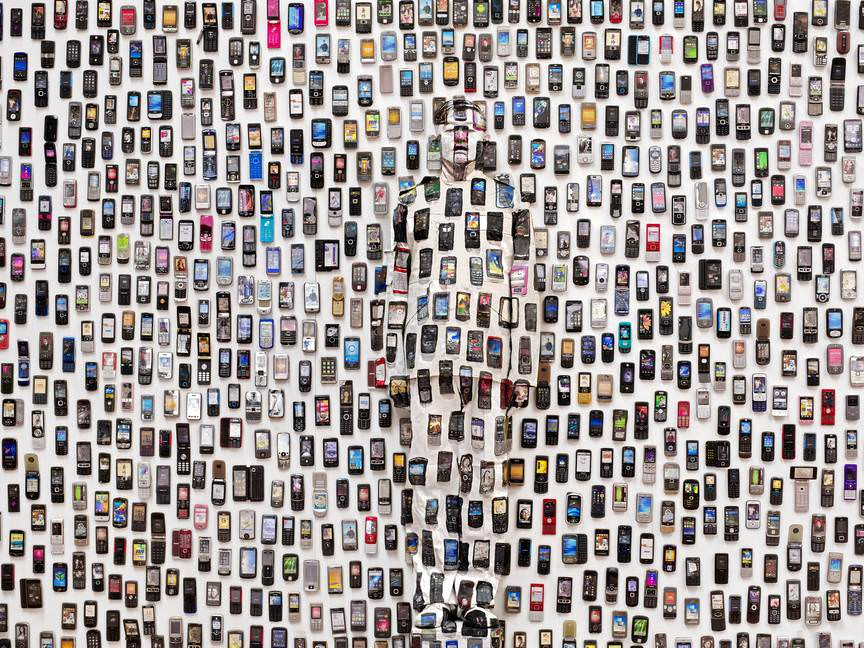 Artist Liu Bolin lost in a sea of mobile phones